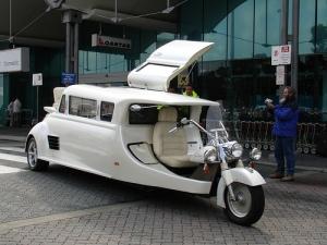 moto limousina blanca